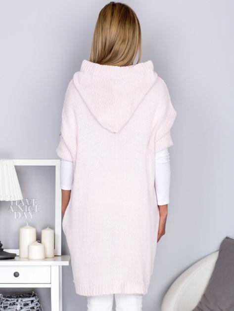 Otwarty sweter z warkoczowym wzorem i kapturem jasnoróżowy                              zdj.                              2
