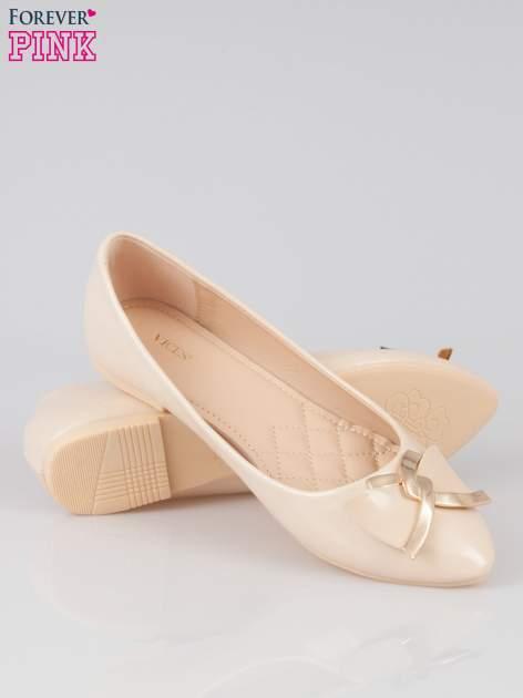 Pastelowobeżowe baleriny Gimmie Love ze złotym detalem                                  zdj.                                  4