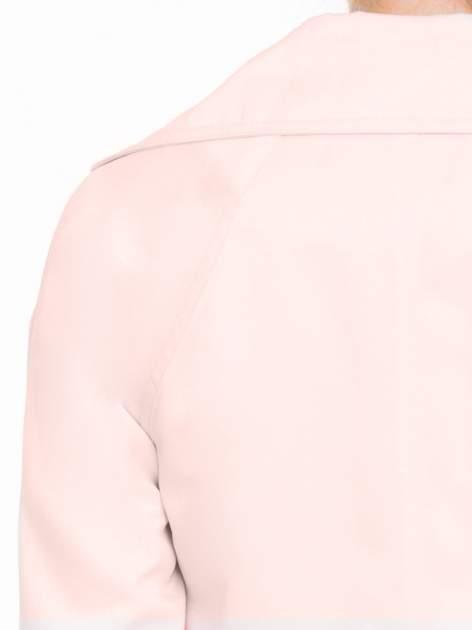 Pasteloworóżowy żakiet boyfriend jacket z podwijanymi rękawami                                  zdj.                                  8