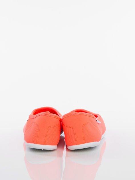 Pomarańczowe gładkie materiałowe baleriny Mellow na białej podeszwie                                  zdj.                                  3