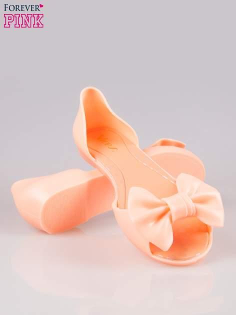 Pomarańczowe gumowe baleriny peep toe z kokardą                                  zdj.                                  4