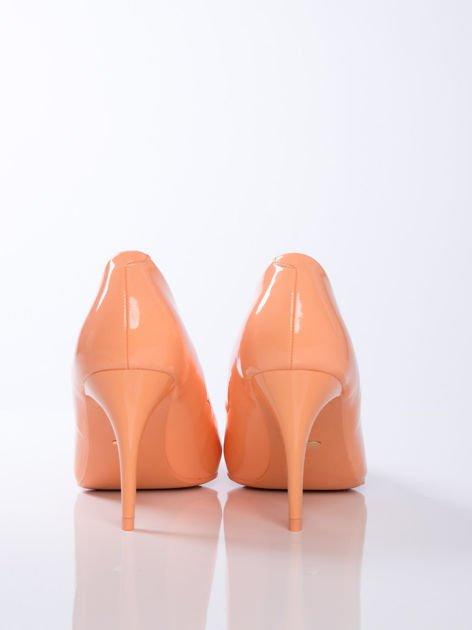 Pomarańczowe lakierowane szpilki w szpic                              zdj.                              5