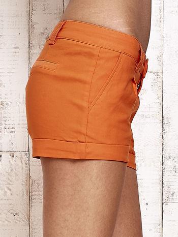 Pomarańczowe materiałowe szorty z podwijaną nogawką                                  zdj.                                  6