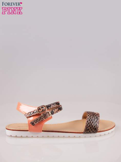 Pomarańczowe wężowe płaskie sandały Raylin z podwójną klamrą                                  zdj.                                  1