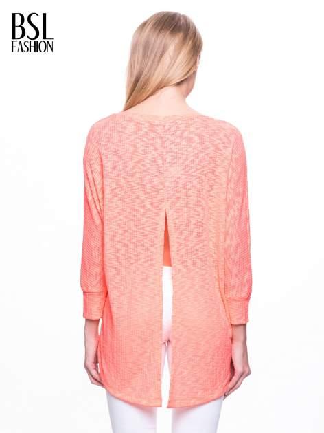 Pomarańczowy sweter z rozcięciem na plecach                                  zdj.                                  4