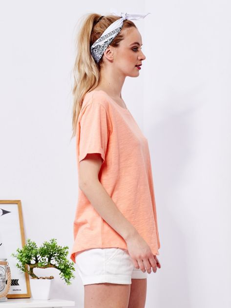 Pomarańczowy t-shirt basic z podwijanymi rękawami                              zdj.                              3