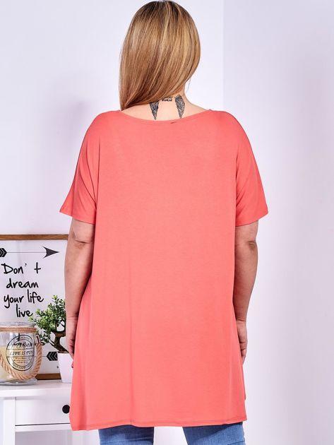 Pomarańczowy t-shirt damski w motyle PLUS SIZE                                  zdj.                                  2