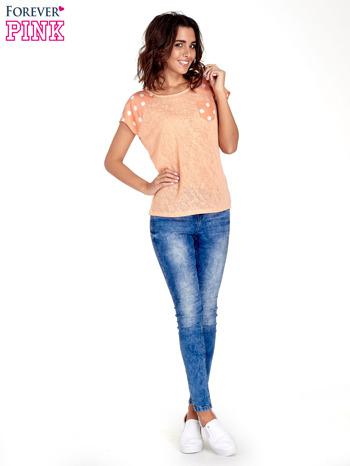 Pomarańczowy t-shirt z kieszonką w groszki                                  zdj.                                  2