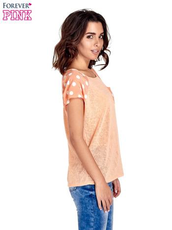 Pomarańczowy t-shirt z kieszonką w groszki                                  zdj.                                  3