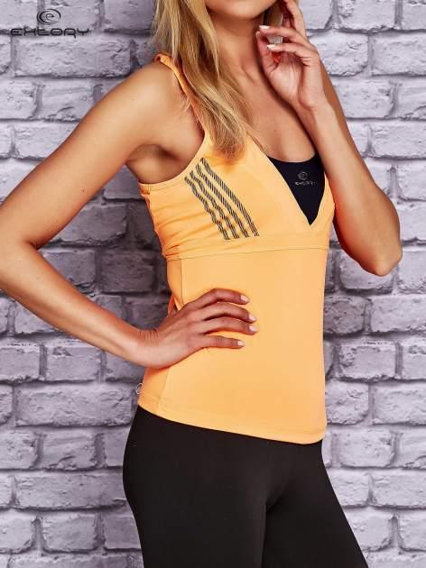 Pomarańczowy top sportowy z krzyżowanymi ramiączkami na plecach                                  zdj.                                  3