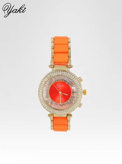 Pomarańczowy zegarek na bransolecie z cyrkoniami na tarczy