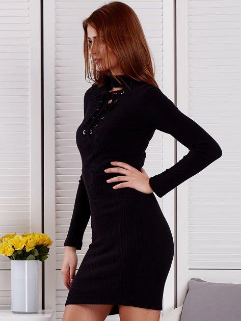 Prążkowana sukienka lace up z chokerem czarna                              zdj.                              3