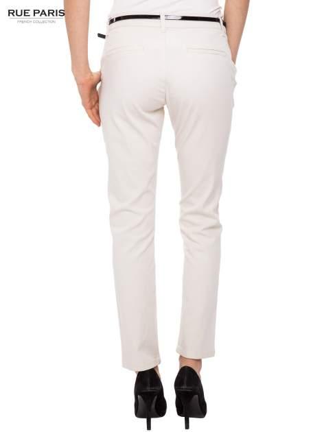Proste spodnie ecru z paskiem                                  zdj.                                  8