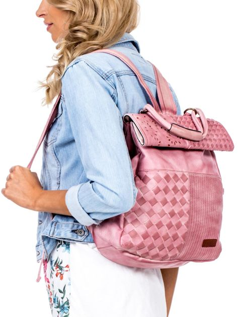 Pudroworóżowy plecak damski z eko skóry z plecionką i ażurowaniem                              zdj.                              2