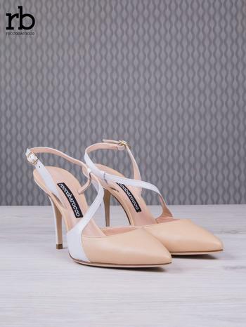 ROCCOBAROCCO Beżowo białe sandałki grain leather z asymetrycznym zapięciem                                  zdj.                                  3