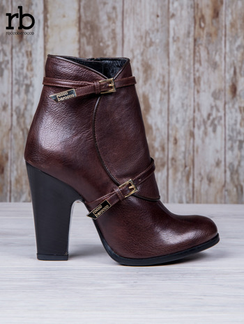 ROCCOBAROCCO Brązowe botki skórzane genuine leather na słupku ze złotymi klamerkami                                  zdj.                                  2