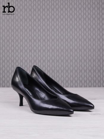 ROCCOBAROCCO Czarne skórzane czółenka grain leather na obcasie kaczuszka                                  zdj.                                  3