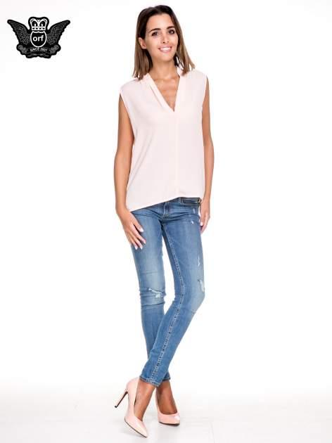 Różowa bluzka koszulowa z dekoltem V-neck                                  zdj.                                  2