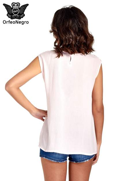 Różowa bluzka koszulowa z ozdobnym dekoltem z wycięciami                                  zdj.                                  4