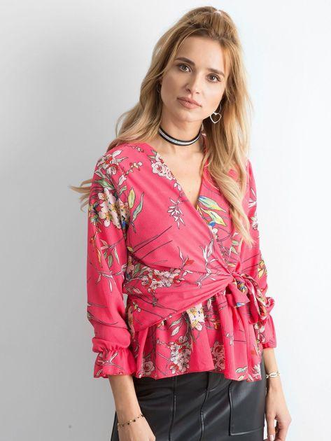 Różowa bluzka w kwiaty z falbaną                              zdj.                              1