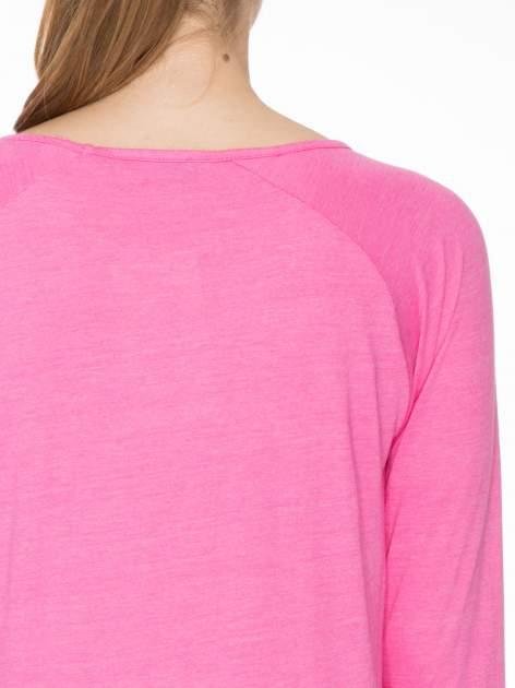 Różowa bluzka z marszczonym dekoltem i rękawkami 3/4                                  zdj.                                  5