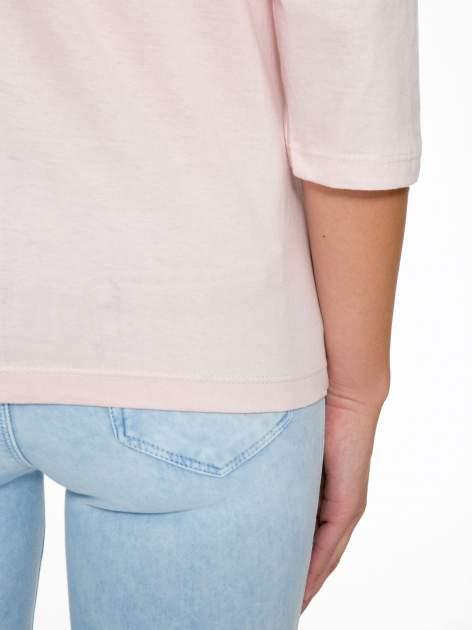 Różowa bluzka z nadrukiem kobiety i napisem UNIQUE                                  zdj.                                  10