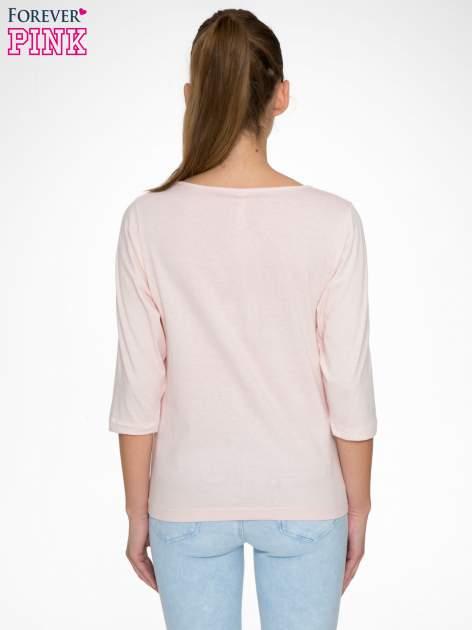 Różowa bluzka z nadrukiem kobiety i napisem UNIQUE                                  zdj.                                  4