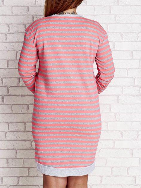 Różowa dresowa sukienka w paski z wiązaniem  PLUS SIZE
