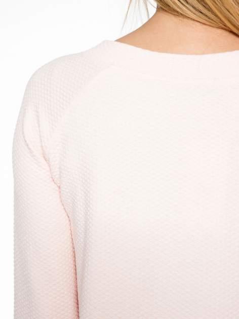 Różowa fakturowana bluzka z kimonowym rękawem długości 3/4                                  zdj.                                  7