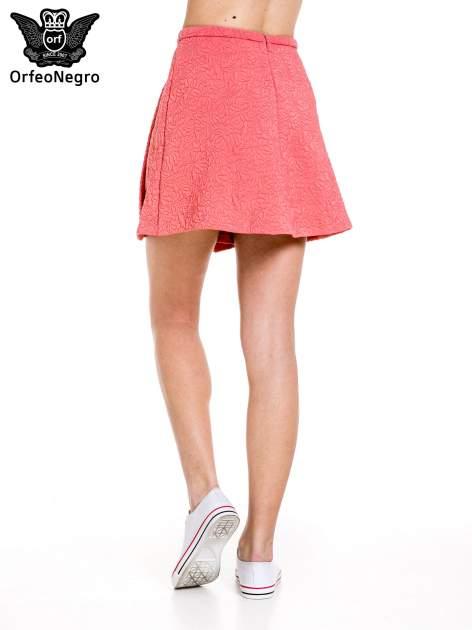Różowa fakturowana mini spódnica z kontrafałdą                                  zdj.                                  4