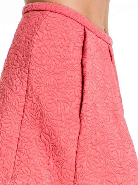 Różowa fakturowana mini spódnica z kontrafałdą                                  zdj.                                  5