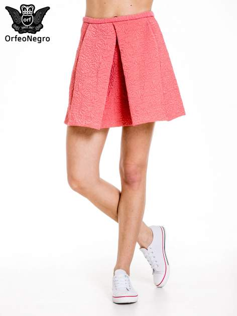 Różowa fakturowana mini spódnica z kontrafałdą                                  zdj.                                  1
