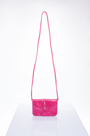 Różowa kopertówka z motywem skóry krokodyla                                  zdj.                                  4