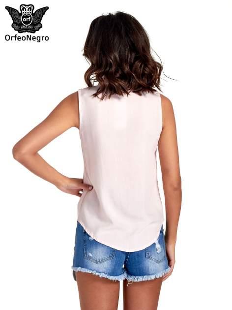 Różowa koszula bez rękawów z roślinnym haftem na górze                                  zdj.                                  4
