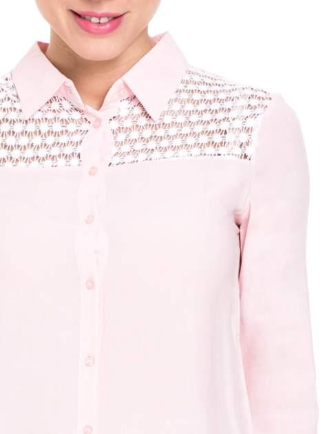 Różowa koszula damska z koronkową górą                                  zdj.                                  6