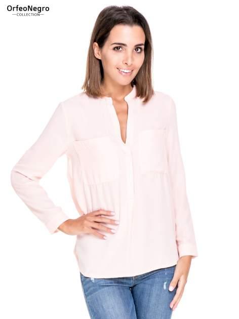 Różowa koszula z dużymi kieszeniami i dekoltem w serek                                  zdj.                                  1
