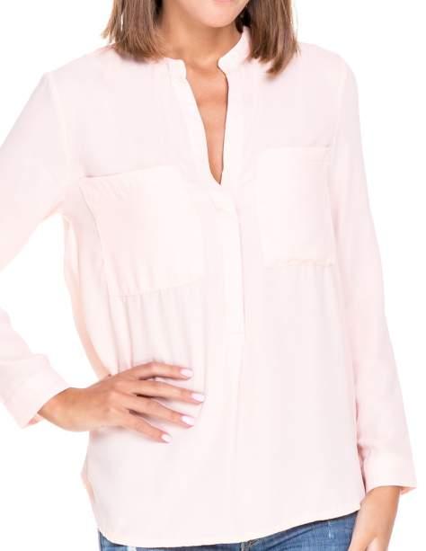 Różowa koszula z dużymi kieszeniami i dekoltem w serek                                  zdj.                                  7