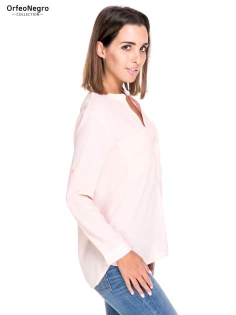 Różowa koszula z dużymi kieszeniami i dekoltem w serek                                  zdj.                                  3