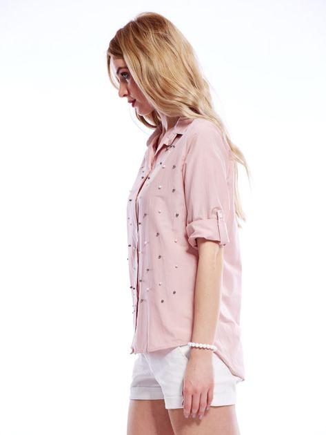 Różowa koszula z perełkami i podwijanymi rękawami                              zdj.                              3