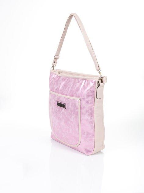 Różowa miejska torba z błyszczącą fakturą                              zdj.                              3