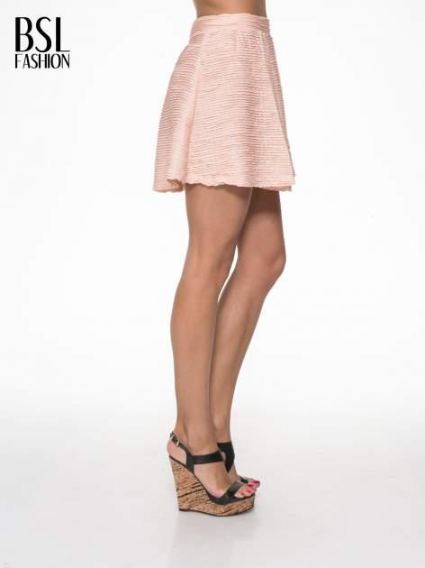 Różowa mini spódnica skater z fakturą                                  zdj.                                  3