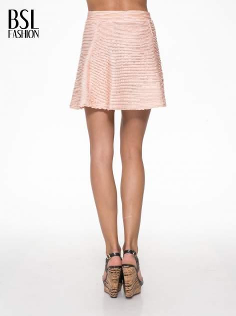Różowa mini spódnica skater z fakturą                                  zdj.                                  4