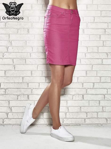 Różowa spódnica z zapięciem na guzik