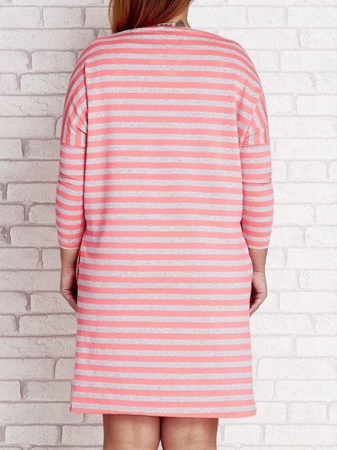 Różowa sukienka dresowa w paski PLUS SIZE