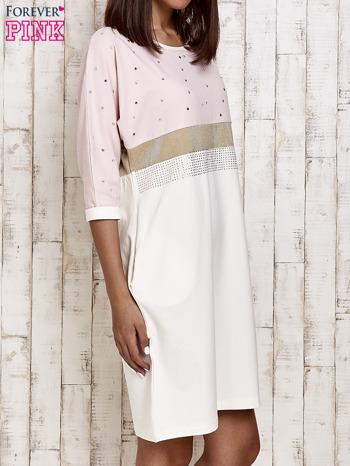 Różowa sukienka dresowa z kryształkami i dżetami                                  zdj.                                  3