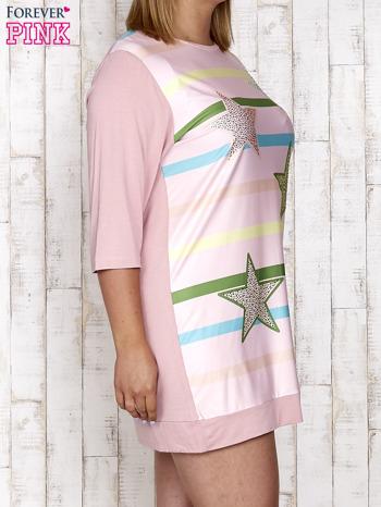 Różowa sukienka dresowa z nadrukiem gwiazd PLUS SIZE                                  zdj.                                  3
