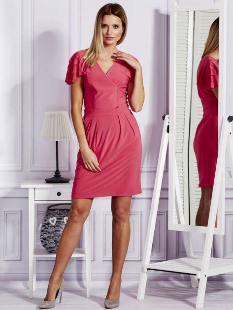 Różowa sukienka koktajlowa z falbankami na rękawach                              zdj.                              4