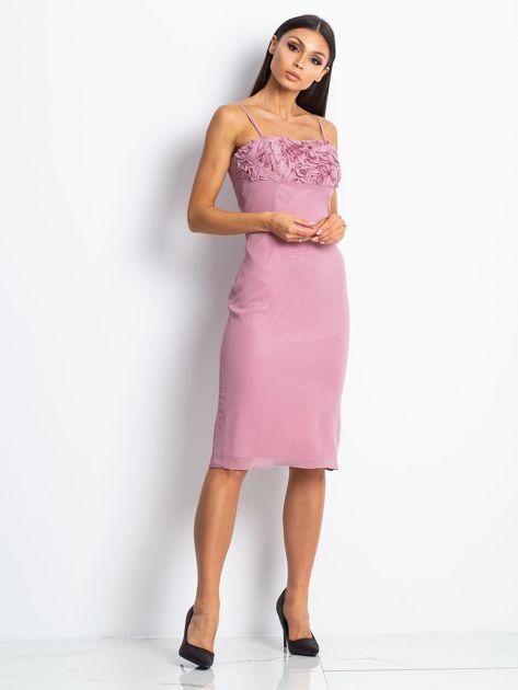 Różowa sukienka koktajlowa z ozdobnym dekoltem                              zdj.                              1