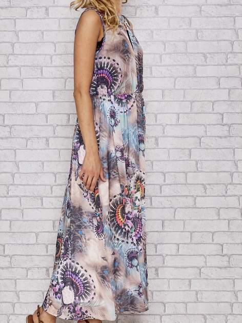 Różowa sukienka maxi z wycięciem na placach                                  zdj.                                  3