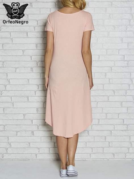 Różowa sukienka z dłuższym tyłem i napisem SHAKE!                                  zdj.                                  4